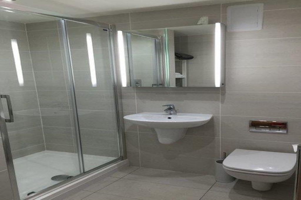 Master bathroom 1024X683